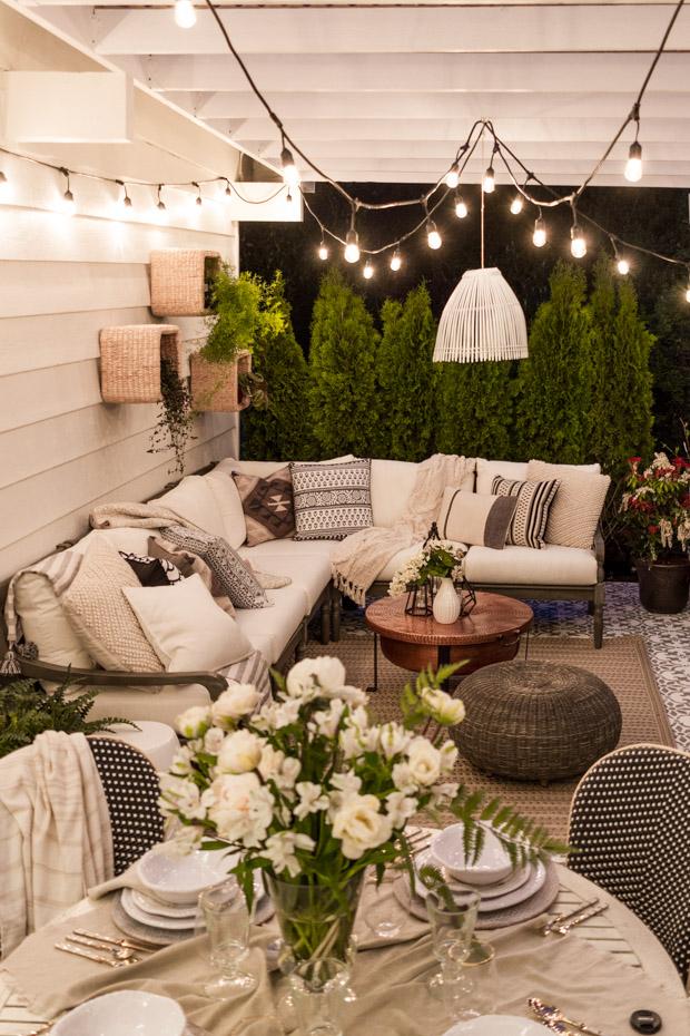 Cozy Banquet-Style Patio