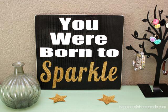 Make a Glitter Accent Wood Sign