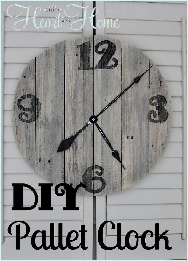 Easy DIY Pallet Clock
