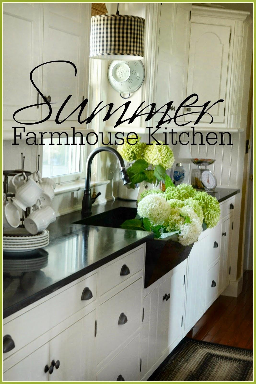 The Summer Farmhouse Kitchen : Mason Jar Rack
