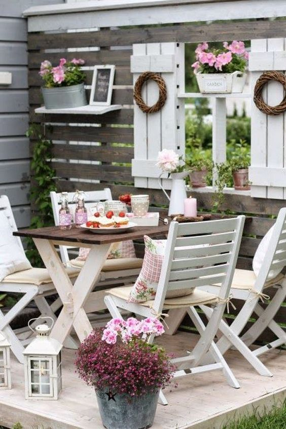 Shabby Chic Small Outdoor Space Design