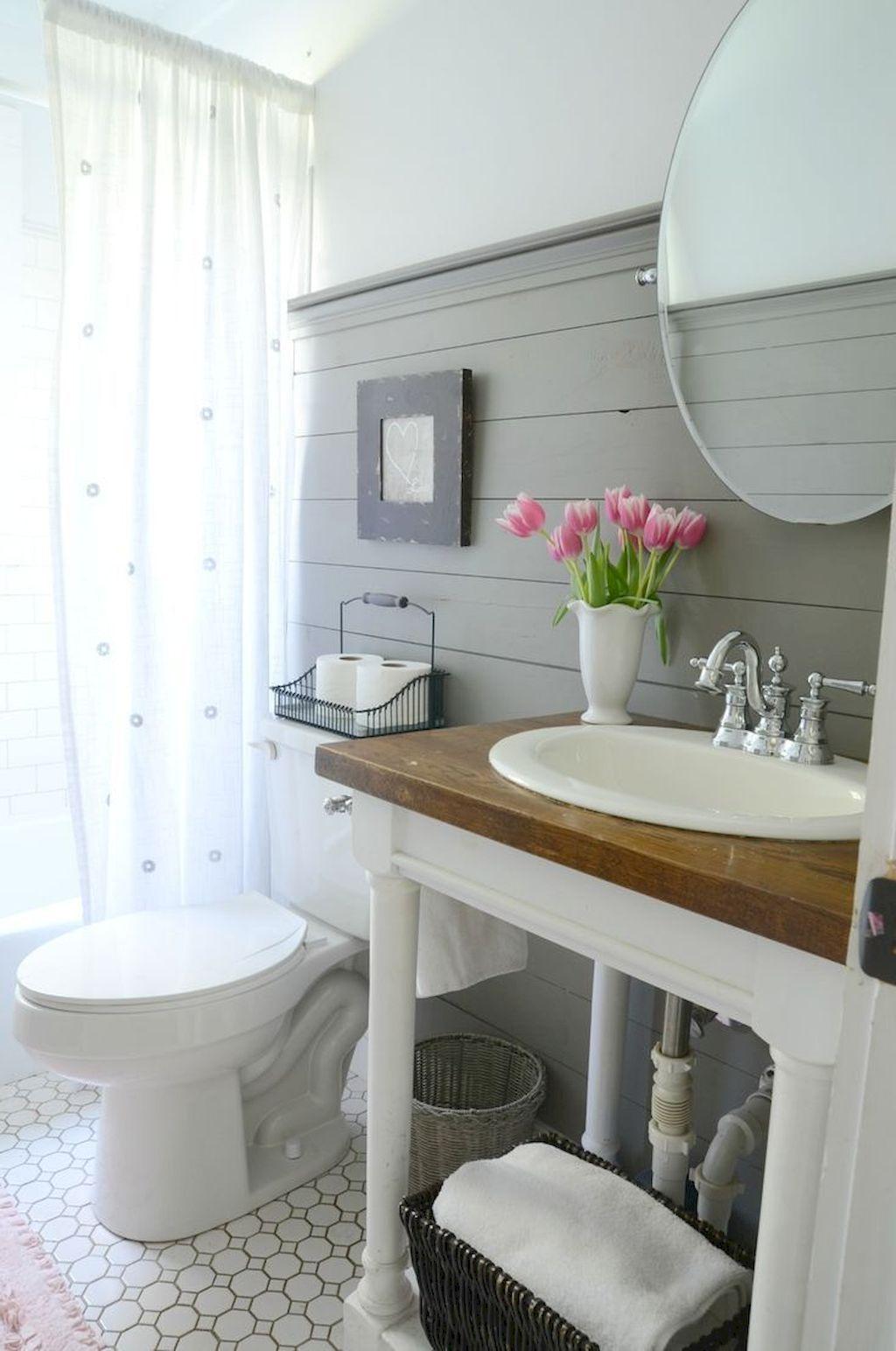 19. Farmhouse Bathroom Decor