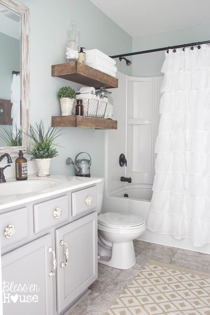 5. Bathroom featuring Earthy Vibe