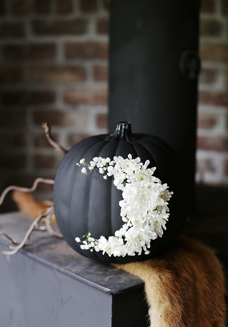 19 Spooky Black And White Halloween Decor Ideas
