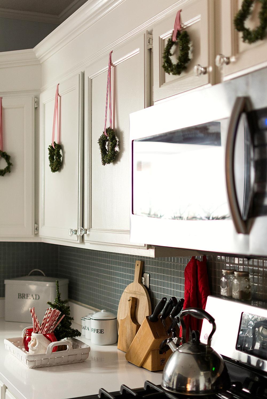 24 Kitchen Christmas Decor Ideas That Are All About Festive Ho-ho-ho!