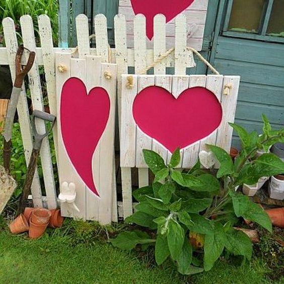 Garden Fence Valentine's Decor