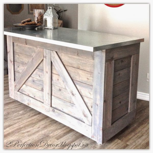 Rustic Bar With Galvanized Metal Top
