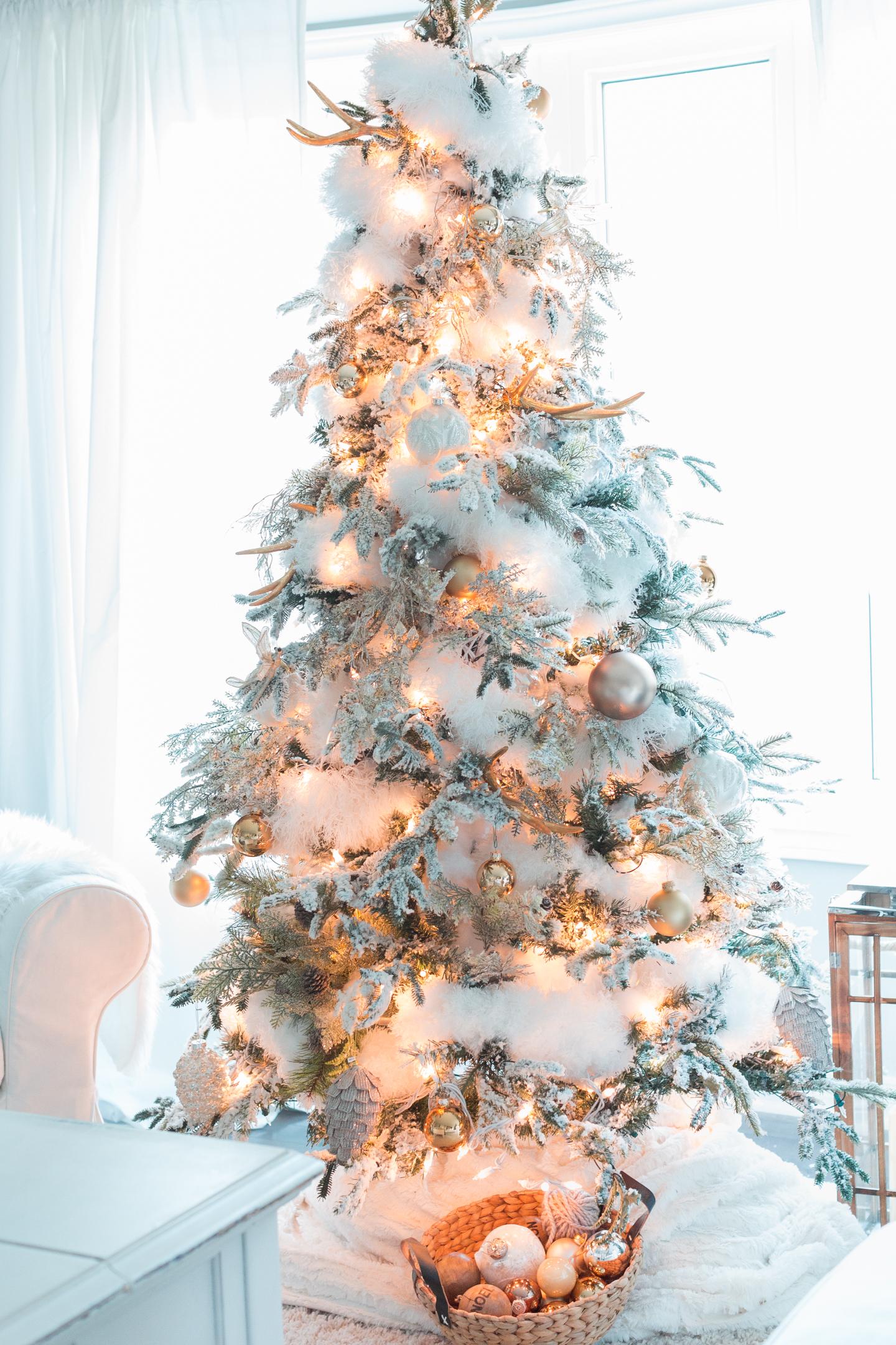 Winter Theme Christmas Tree