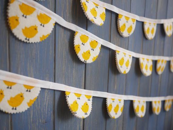 Tiny Chicks Easter Garland