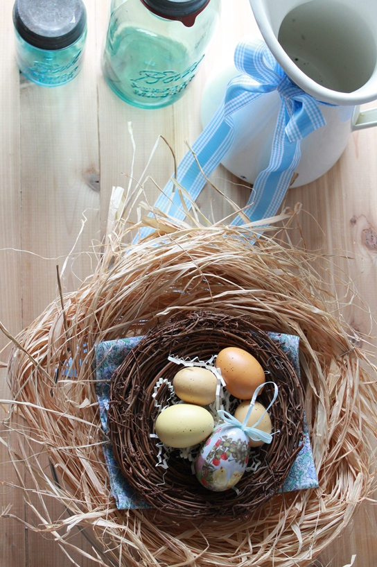 DIY Easter Egg Centerpiece : 3 Ways